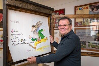 In der von Wolfram Reichel gestalteten Ausstellung ist auch der Schaukasten zu sehen, in dem bis 2006 die Plakate seines Vaters Gottfried Reichel hingen.