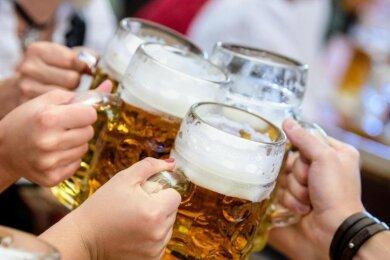 Ost- und Süddeutsche trinken einer Studie zufolge häufiger riskante Mengen Alkohol als die Menschen im Norden und Westen der Bundesrepublik.