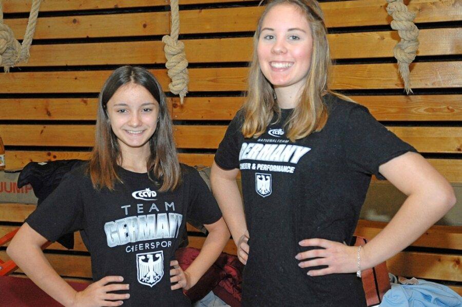 Nelly Keller aus Plauen (rechts) und Vanessa Schumann aus Schöneck gehören zum deutschen WM-Kader der Cheerleader.