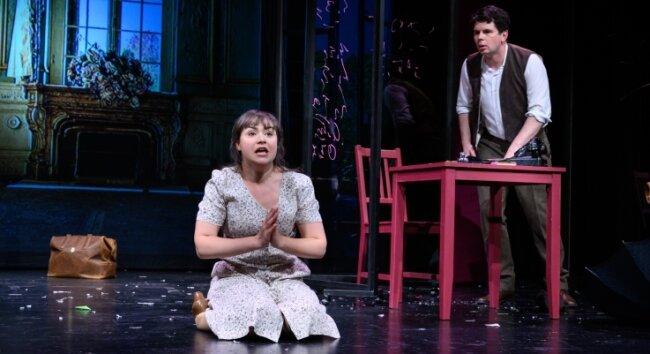 """""""Der häusliche Friede"""" - hier eine Szene mit Anna Bittner und Robert Kapelle - wird voraussichtlich ab März 2021 wieder gespielt."""