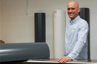 Thomas Berlin verkauft in seiner Firma spezielle Geräte, die mit Hilfe von UV-Licht Keime in der Luft töten.
