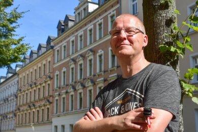 Dirk Brettschneider ist in Karl-Marx-Stadt aufgewachsen und kehrt nun nach 30 Jahren in die Stadt seiner Kindheit zurück. Er freue sich darauf - nur die Suche nach einem Hausarzt in Chemnitz war für ihn lang und beschwerlich.