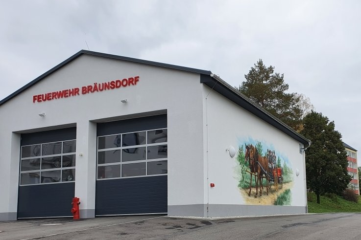 Wenige Meter vom Mittelpunkt Limbach-Oberfrohnas entfernt: Das Depot der Feuerwehr Bräunsdorf.