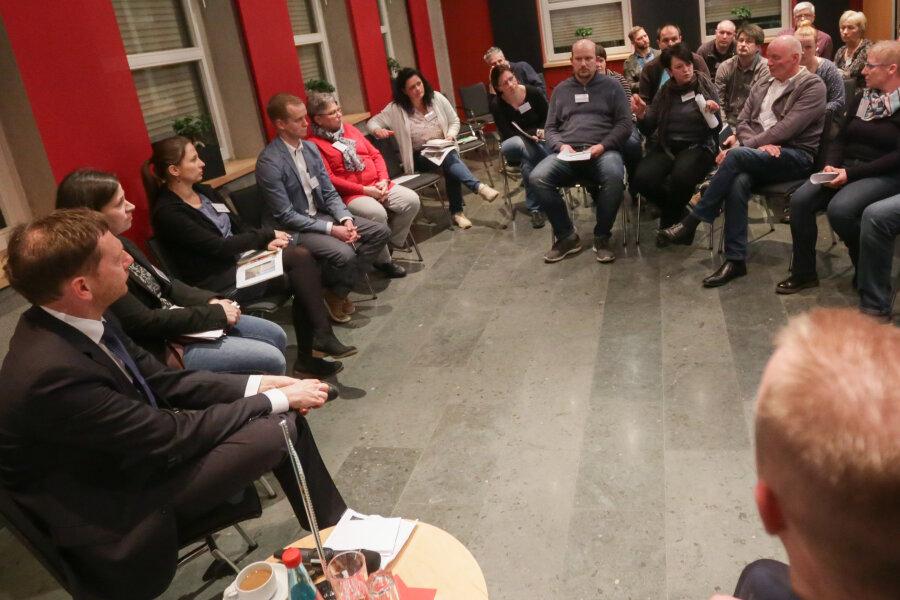 Ministerpräsident Michael Kretschmer (CDU) und Mitglieder seines Kabinetts waren am Freitag in Frankenberg, um mit Besuchern über Herausforderungen der aktuellen Politik zu sprechen.
