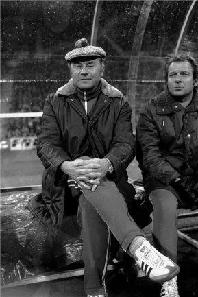 Heinz Krügel (links) 1974 auf der Trainerbank.