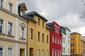 Das Foto zeigt einen Ausschnitt der Bismarckstraße in der Plauener Ostvorstadt. Zu DDR-Zeiten war die Straße nach Willy Thoß benannt.