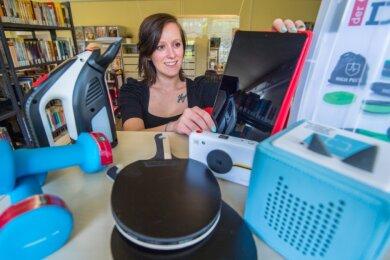 In der Neukirchener Bibliothek gibt es jetzt auch noch die Möglichkeit, sich Sport- und Freizeitartikel sowie Haushaltsgeräte auszuleihen. Die Idee dazu hatte Bibliotheksleiterin Anne Rombach.