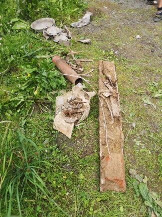 Gefunden wurden statt intakter Sprengkörper nur Fundamentplatten, Rohre und ähnliche Baugegenstände.