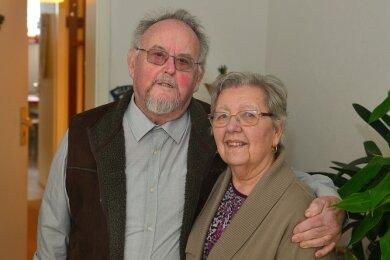 Blicken auf 65 Ehejahre in der eigenen Wohnung zurück: Helga und Rudolf Lösch aus Frankenberg feierten Eiserne Hochzeit.