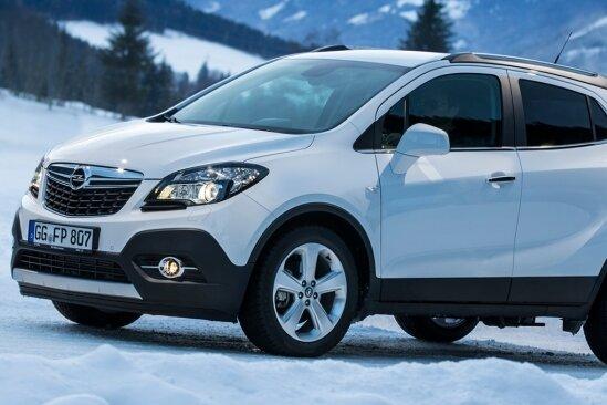 Auf rutschigem Untergrund wie Eis und Schnee spielt der Opel Mokka 4x4 seine Möglichkeiten zum sicheren Fahren mit Souveränität aus.