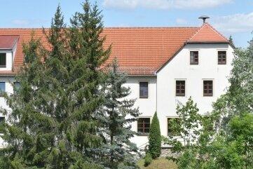 Die alte Schule in Reichenbach (Foto) soll verkauft werden, ebenso wie das einstige Gemeindeamt in Klein-voigtsberg.