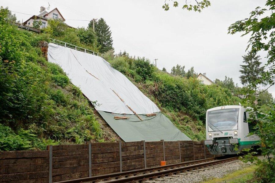 Die provisorisch gesicherte Abbruchstelle nahe dem Bahnhof der tschechischen Grenzstadt Kraslice.