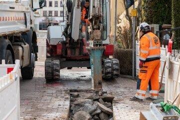 An der Bismarckstraße in Rochlitz wird im Bereich Gärtnerstraße an einer Gasleitung gearbeitet.