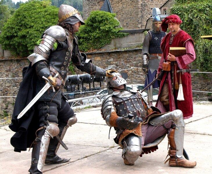"""<p class=""""artikelinhalt"""">Die Ulmer Schwertkämpfergruppe """"Gemini Fratres"""" sorgten auf dem Lotterhof für Unterhaltung, wie sie zur Zeit der Ritter üblich war. </p>"""