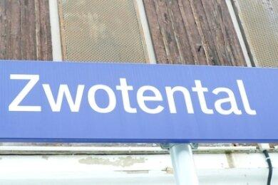 Vernagelt ist der ehemalige Bahnhof Zwotental. Die Zukunft des Gebäudes ist ungewiss.