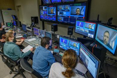 Studenten der Hochschule in Mittweida haben am Donnerstag den Livestream zum Studieninfotag im hochschuleigenen Fernsehstudio produziert.