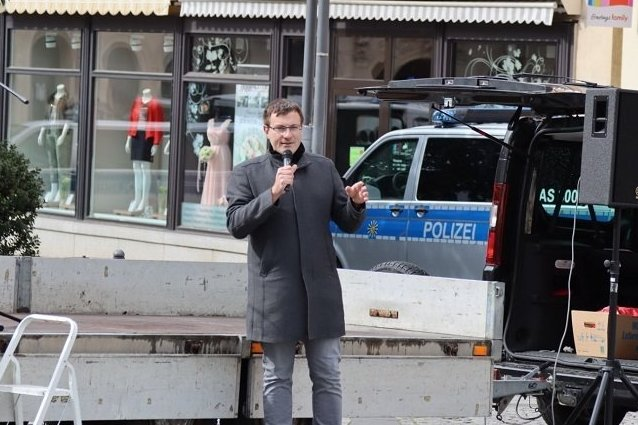 NPd-Kreisrat Stefan Hartung bei der Kundgebung auf dem Auer Altmarkt am 1. Mai 2020