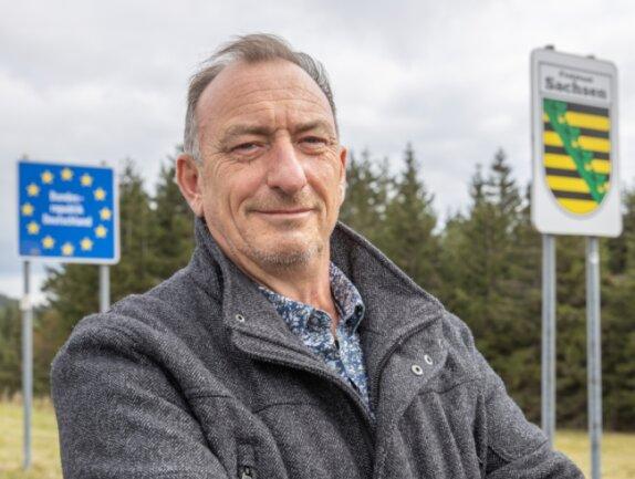 Vor wenigen Tagen hat Heinz-Michael Kirsten seinen 60. Geburtstag gefeiert. Davon hat er 30 Jahre im westlichen Teil der Bundesrepublik gelebt und 30 Jahre im Osten - in Oberwiesenthal. Am dortigen Grenzübergang hat im Oktober 1990 alles angefangen.
