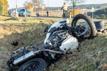 Bei einem Unfall am Sonntagnachmittag zwischen Jahnsbach und Hormersdorf hat sich ein Motorradfahrer verletzt.