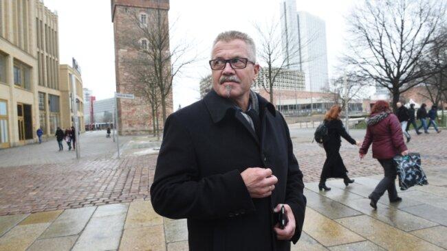 Der verantwortliche Bürgermeister für Recht und Ordnung, Miko Runkel, nahe der Zentralhaltestelle. Er sagt, dass die Innenstadt Schwerpunkt der Arbeit des Stadtordnungsdienstes bleibt, obwohl die Anzahl der Straftaten im Bereich Straßenkriminalität deutlich zurückgegangen sei.