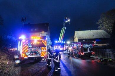Die Feuerwehren aus Schneeberg, Aue, Bad Schlema und Zschorlau waren im Einsatz.