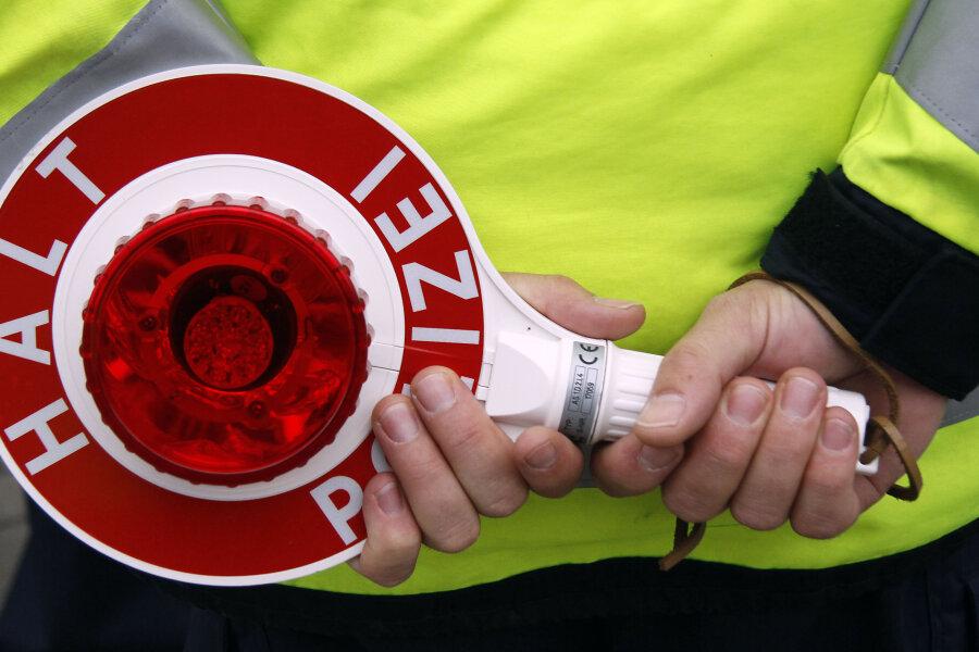 Lkw- und Bus-Kontrollen: Polizei stellt 15 Verstöße fest