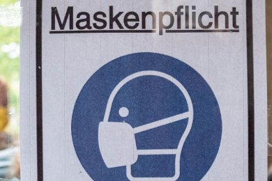 Nach wie vor ist es Alltag für die Kundenbetreuer, Fahrgäste dazu anzuhalten, FFP2-Masken korrekt zu tragen.