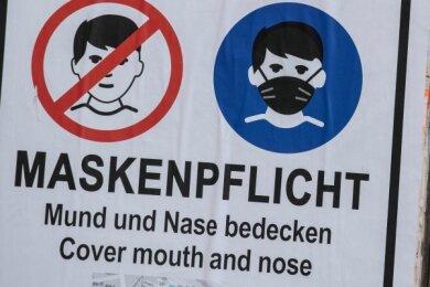 Im öffentlichen Raum müssen Masken weiterhin getragen werden. Das gilt immer dann, wo sich Menschen begegnen können.