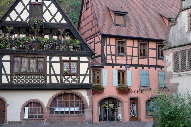 Jahrhundertealte, bestens erhaltene Fachwerkhäuser prägen Orte wie Kaysersberg.