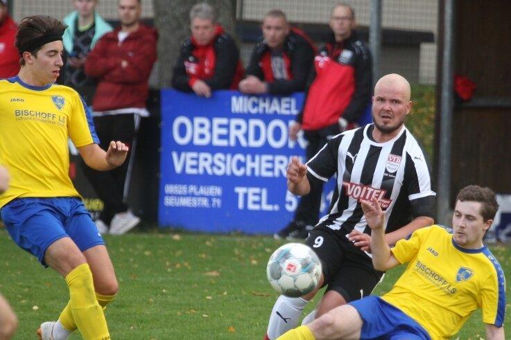 Ron Betat (Mitte) traf beim 7:0 des VfB Plauen Nord gegen den Reichenbacher FC II doppelt. Mit vier Siegen aus vier Spielen ist seine Mannschaft inzwischen Tabellendritter.