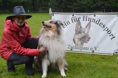 Anett Schreiter und ihr Langhaar-Collie Bonny.