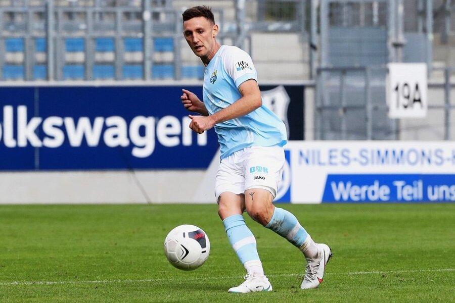 """Christian Bickel in der Partie gegen den Berliner AK, als ihm mit dem Treffer zum 2:2 das """"Tor des Monats"""" in der ARD-Sportschau gelang."""