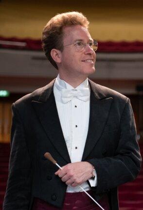 Der neue Generalmusikdirektor der Erzgebirgischen Philharmonie, Jens Georg Bachmann, blickt erwartungsvoll in die Zukunft - mit seinem neuen Orchester an neuer Wirkungsstätte.