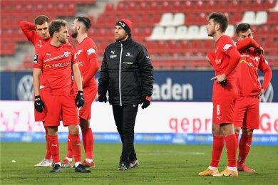 Betretene Gesichter nach der Derby-Niederlage gegen Magdeburg: Maurice Hehne, Mike Könnecke, Morris Schröter, Nils Miatke, Leon Jensen und Can Coskun (von links) können es nicht fassen.