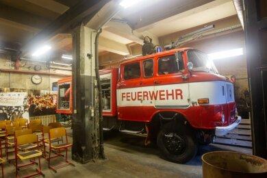 Der Schauraum im Erdgeschoss des Brandschutzamtes beherbergt das zum Wasserwerfer umfunktionierte Feuerwehrfahrzeug, das am 7. Oktober 1989 im Einsatz war.