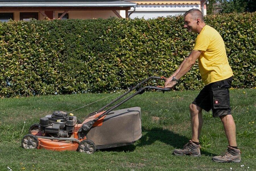 Rasenmähen bleibt in drei Kommunen an Samstagen auch mittags erlaubt.