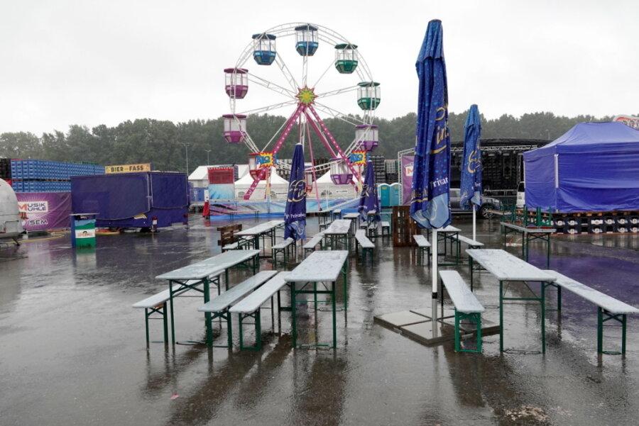 Kirmes wegen Starkregen vorzeitig beendet