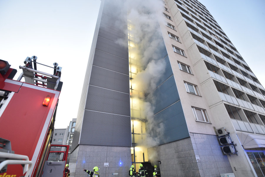 Am Mittwochmorgen brannte es im Erdgeschoss eines Hochhauses in Chemnitz.
