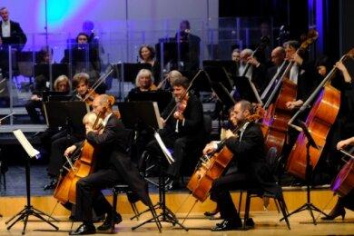 Dorian Keilhack, der neue Chefdirigent der Vogtland Philharmonie, stand beim ersten Sinfoniekonzert am Pult.