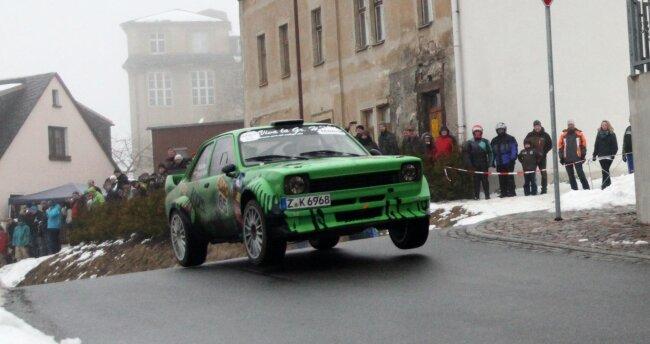 Die Spungkuppe auf dem Rundkurs zieht immer viele Zuschauer an. Dieses Jahr fällt die Rallye in Grünhain aus.