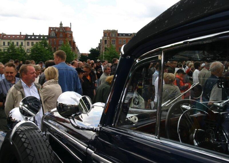 Regen und Fans strömten am Samstag auf den Platz der Völkerfreundschaft zum Audi-Festwochenende.