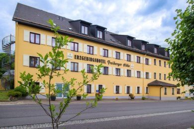 """Das Erzgebirgshotel """"Freiberger Höhe"""" in Eppendorf ist eines von sieben Häusern der Travdo-Freizeithotelkette in Sachsen."""