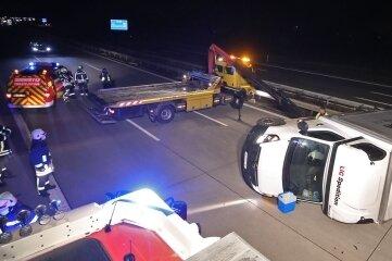 Blockierte zwei Spuren der A 4: ein umgekippter rumänischer Transporter