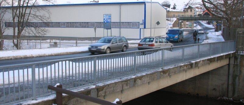"""<p class=""""artikelinhalt"""">Note 3,5: Die Pleißen-Brücke der Crimmitschauer Breitscheidstraße wird in diesem Jahr repariert. </p>"""