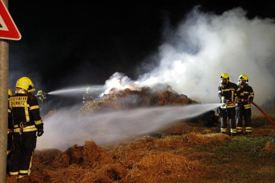 Strohballenlager in Euba geraten in Brand