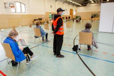 Seit Mittwoch wird im Plauener Behördenzentrum geimpft. Interessenten konnten am Freitag mit etwas Glück über das sächsische Impfportal kurzfristig noch Impftermine für die kommende Woche bekommen.