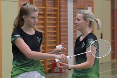 Die Neuwürschnitzerinnen Judith Räder (l.) und Sandra Kämpf überzeugten gegen Freiberg auf ganzer Linie. Das Duo siegte im Damen-Doppel, Kämpf dazu im Damen-Einzel, Räder im gemischten Doppel.