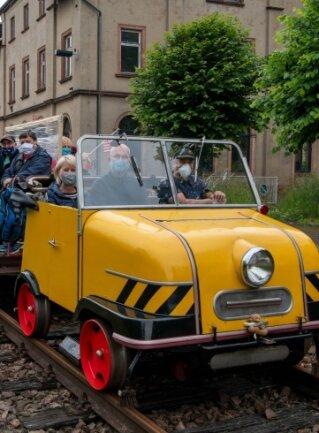 Vom Rochlitzer Bahnhof aus fuhren die Schienentrabis im vergangenen Jahr auf der Strecke der Muldentalbahn auch bis Wechselburg.