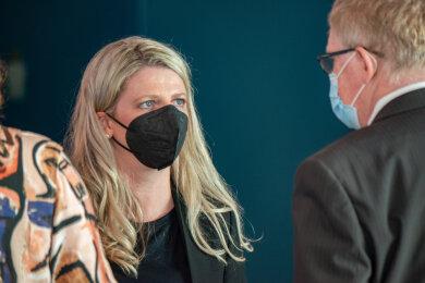 Linken-Politikerin Susanne Schaper am Rande einer ungewohnt turbulenten Stadtratssitzung am Mittwoch. Nach dem ergebnislosen Ausgang der Bürgermeisterwahl lässt sie offen, ob sie sich noch einmal für den Posten bewerben wird.