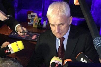 """Im Restaurant """"Fishbone's"""" in Detroit stellt sich Matthias Müller den Fragen der Journalisten."""